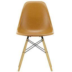 Vitra Eames DSW Fiberglass stoel met esdoorn goud onderstel