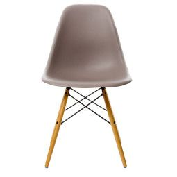 Vitra Eames DSW stoel met geelachtig esdoorn onderstel